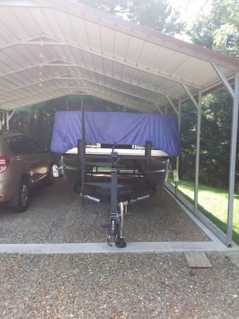 Photo 2019 Suntracker 18 dlx bass buggy - $23,500 (Canton)