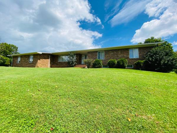 Photo 4BR, 3.5BA Home, Cedar Bluff, VA $269,900 (Cedar Bluff, VA 24609)