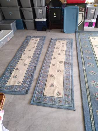 Photo 9x12 rug and 2 runners - $75 (Kingsport)
