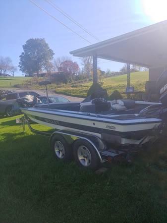Photo Bullet bass boat - $14,500 (HONAKER)