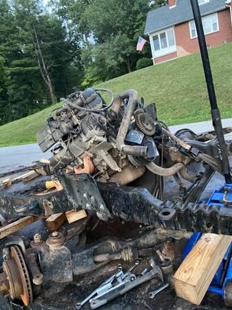 Photo Ford 302 - $700 (Pearisburg)
