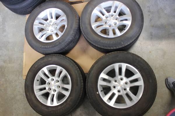 Photo Four GM 18quot Wheels Michelin Tires GMC Chevy Truck SUV Silverado Tahoe - $650 (Weaverville)