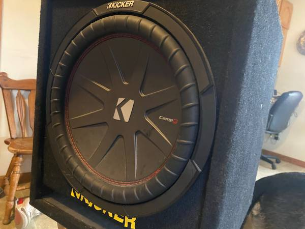 Photo KICKER COMP R 12 inch Sub Woofer and box - $105 (Meadowview)