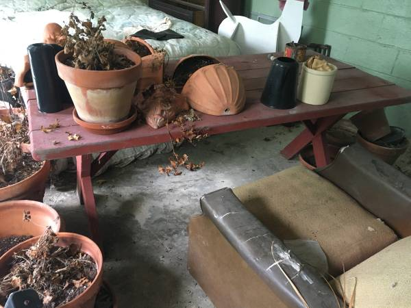 Photo Red Wood Sturdy Picnic Table - $100 (Abingdon)