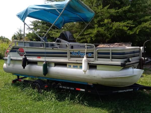 Photo Suntracker Bass buggy 18ft - $3,500 (Elizabethton)