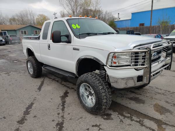 Photo 2006 Ford F250 with 6 inch lift low miles - $17995 (Brewerton)