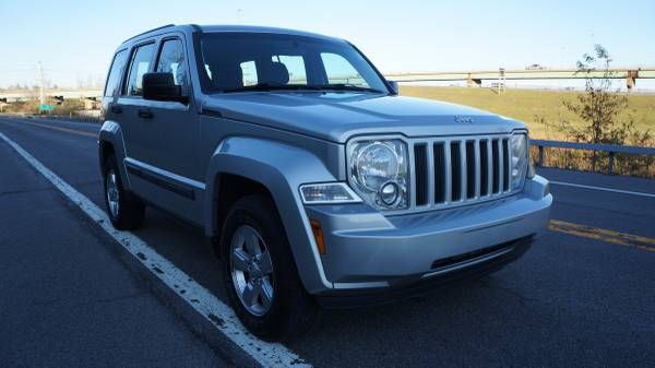 Photo 2012 Jeep Liberty 3.7L 4x4 - $9,995 (Syracuse)