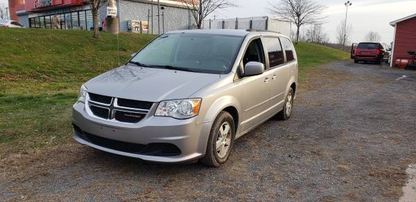 Photo 2013 Dodge Grand Caravan SXT - $5500 (Central Square)
