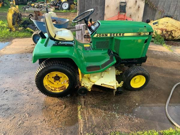 Photo 318 John Deere garden tractor with snowblower - $2400 (Hannibal)