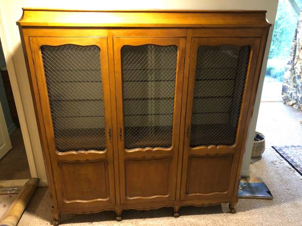Photo 3 locking door lighted display cabinet, 2 glass and 2 wood shelves - $200