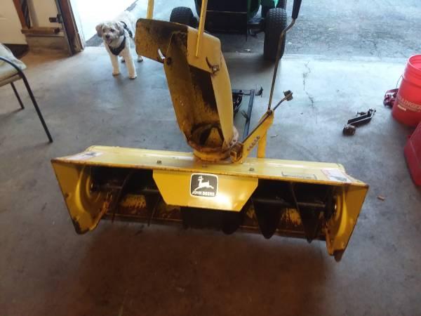 Photo 42quot John Deere snowblower - $400 (Canastota)