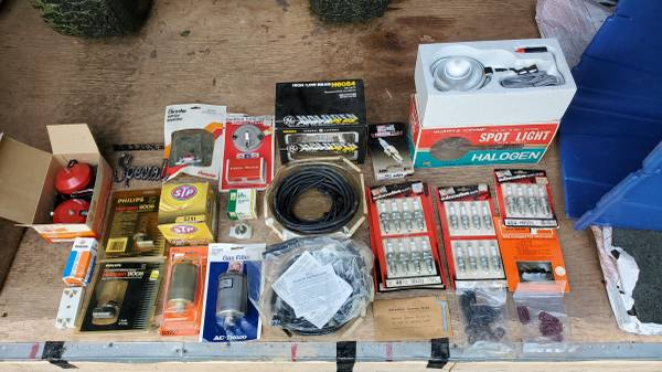 Photo Assorted Box of AUTOMOTIVE Parts - a little of eveything... - $25 (Syracuse)