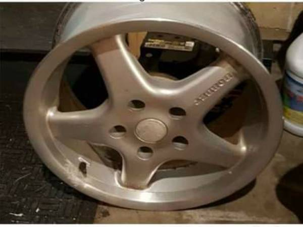 Photo BMW BORBET 16in ALLOY RIMS 4 - $165 (Fayetteville)