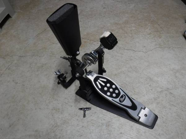 Photo Bass Drum Pedal with Cow Bell - $75 (Baldwinsville)