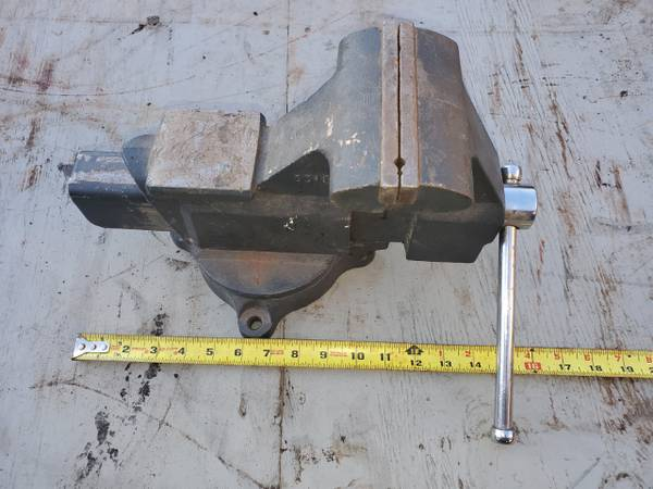 Photo Bench Vise, Craftsman, 5.5quot, Very Heavy, made is USA, free delivery - $80 (WesternCentralNorthern NY)