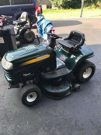 Photo Craftsman LT1000 lawn tractor 17,5hp - $225 (Manlius)