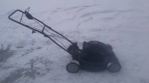 Photo Craftsman Self Propelled Lawn Mower - $65 (North Syracuse)