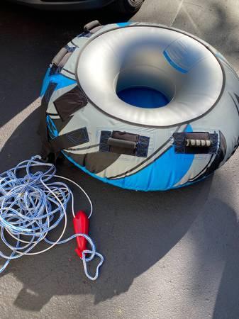 Photo DBX Warp Speed boat tube and tow line - $95 (Auburn)