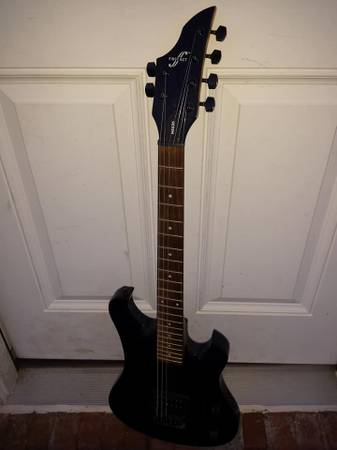 Photo First Act ME636 electric guitar metal beginner shred - $55 (Syracuse  Liverpool)