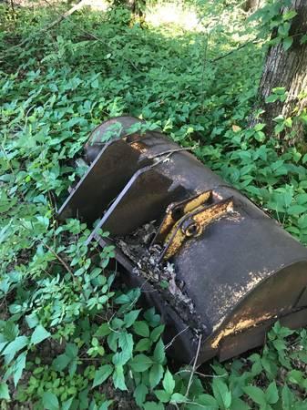 Photo Front loader bucket believe off a John Deere 310 d - $250 (Hastings)