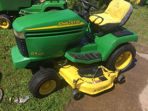 Photo John Deere GX345 garden tractor - $3,400 (Hannibal)