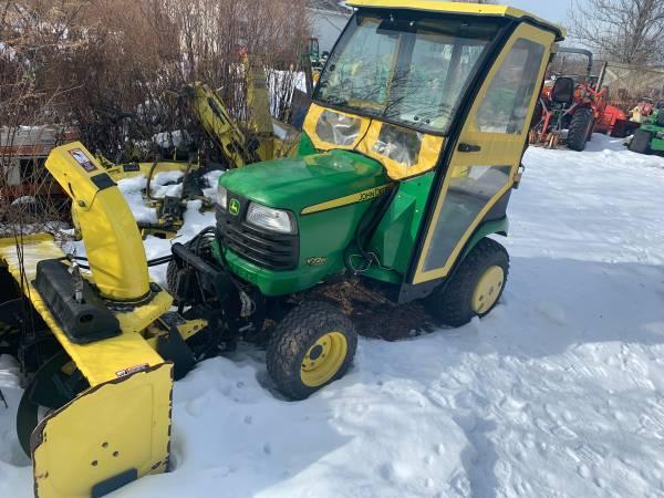 Photo John Deere X728 4X4 garden tractor with snowblower - $9999 (Hannibal)