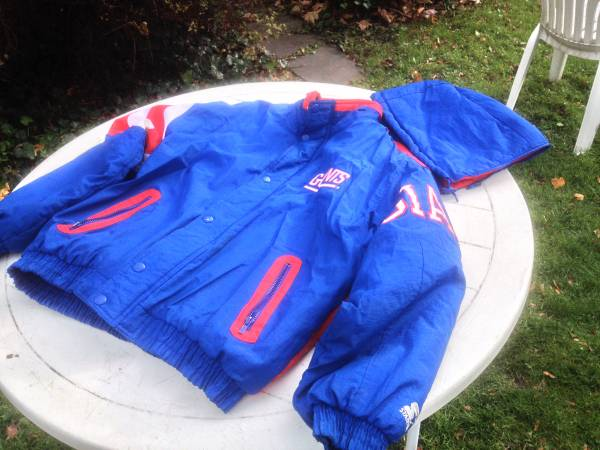Photo NY GIANTS Football coat -Heavy warm with hood, embroidered logos - $55 (Auburn)
