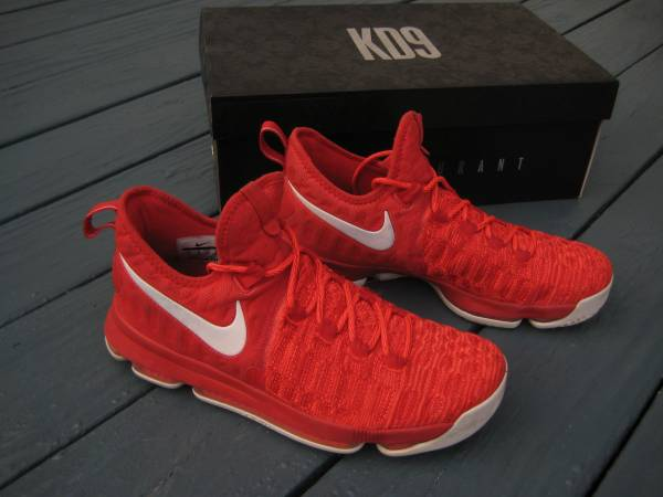 Photo Nike Sneakers - ZOOM KD9 (KEVIN DURANT) - Size 11 - $60 (North Syracuse)