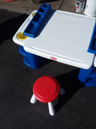 Photo STEP 2 ART CRAYON PLAY TABLE EXC COND. MAKE OFFER - $40 (East Syracuse)