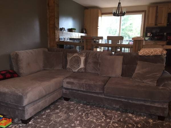 Photo Sectional couch with ottoman - $600 (Canastota)