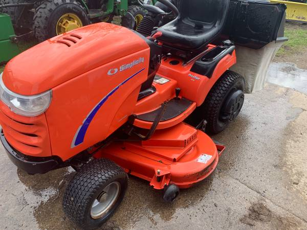 Photo Simplicity prestige garden tractor-with snowblower - $3,700 (Hannibal)