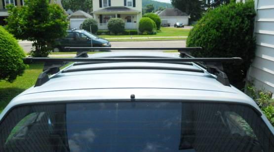 Photo Thule roof rack for raised side rails - $125 (syracuse)