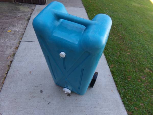 Photo Twenty Two Gallon Tote Tank - $45 (Canastota)