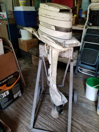 Photo Vintage 3963 Mercury 9.8HP Outboard Motor and Stand - $225 (Brewerton)