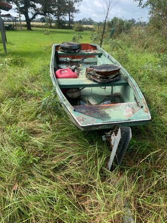 Photo 12 fiberglass Jon boat - $300 (Bainbridge, Ga)