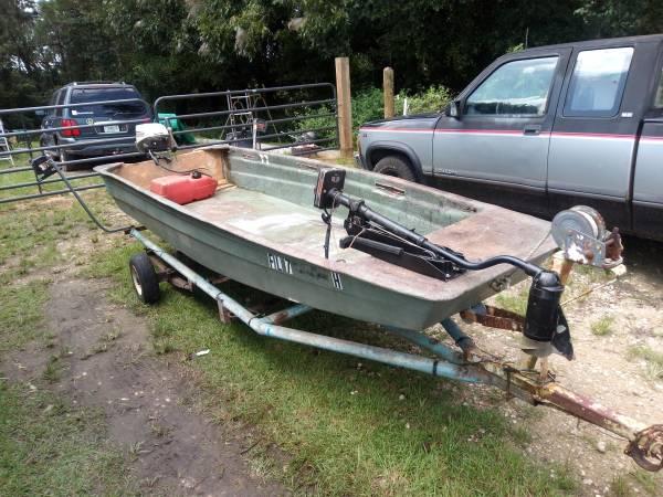 Photo 13 foot fiberglass John boat - $800 (Havana)