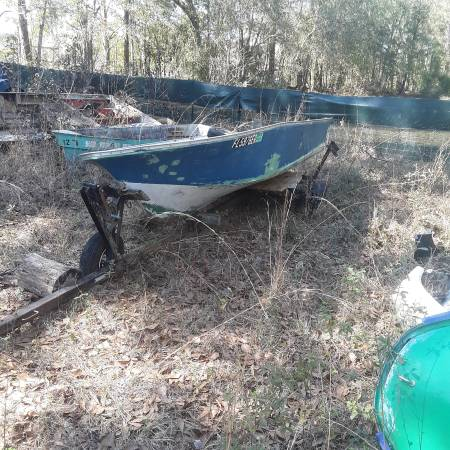 Photo 14 ft fiberglass V Hall Lone Star fishing boat - $300 (Lamont)