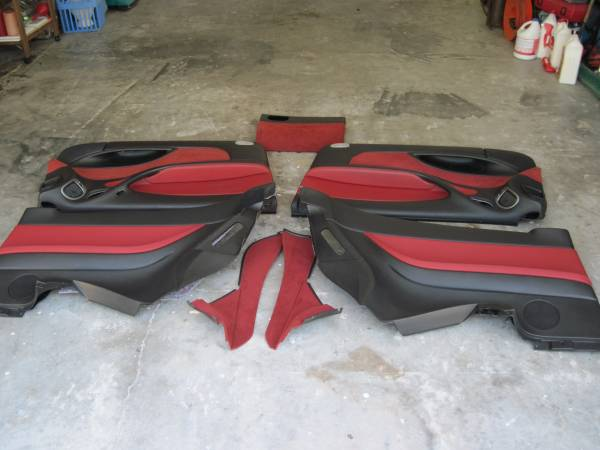 Photo 2004-05-06 PONTIAC GTO RED LEATHER INTERIOR, DOORS  REAR PANELS COMPL - $400 (CARRABELLE FL)