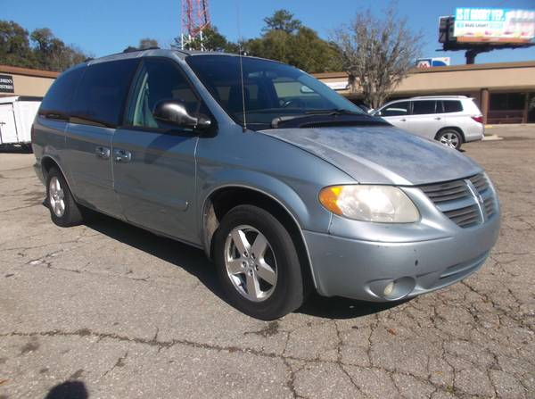 Photo CASH SALE 2006 DODGE GRAND CARAVAN SXT-150 K MILES $1995 - $1,995 (3550 MAHAN DRIVE)