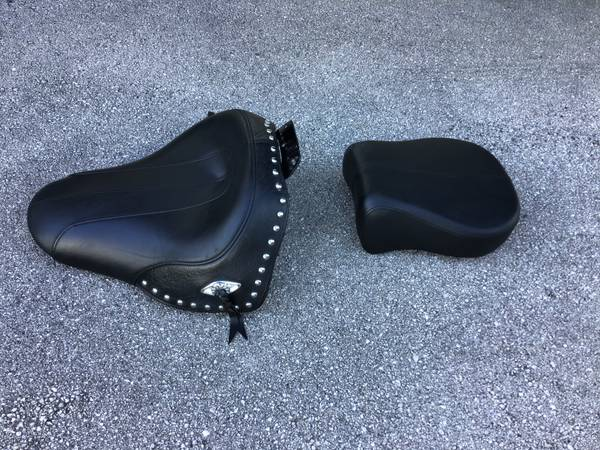 Photo Harley Davidson OEM Softail Solo Seat 0928803  Rear Pad 0928375 - $140 (Tallahassee)