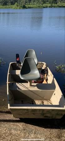 Photo Jon boat - $700