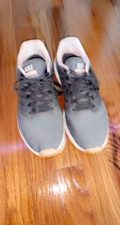Photo Nike womens shoes - $25 (Tallahassee)