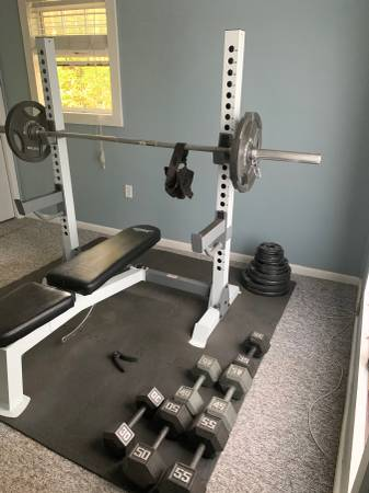 Photo Olympic weight bench Olympic bar and 300 lbs et - $350 (Tally)