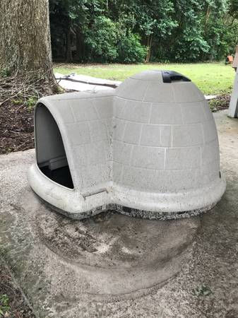 Photo SOLD Igloo Dog House (Tallahassee)