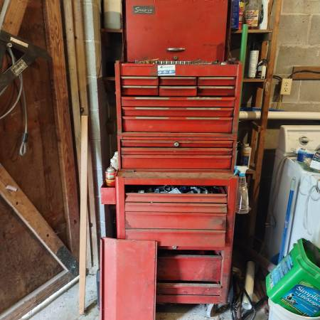Photo Snap-on tool box with tools - $1,000 (Quincy)