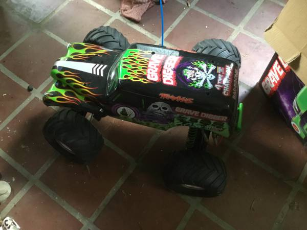 Photo Traxxas grave digger rc truck - $160 (Tall)