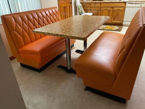 Photo VINTAGE Kitchen table wbooths - $795 (Northwest Tallahassee)