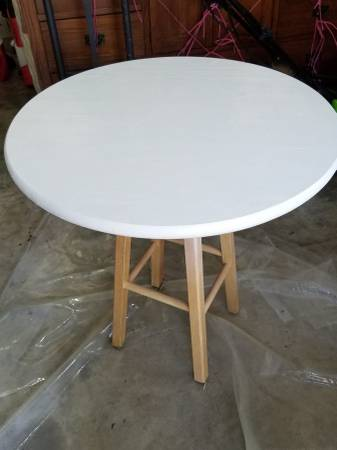 Photo White Round Table - $20 (TALLAHASSEE)