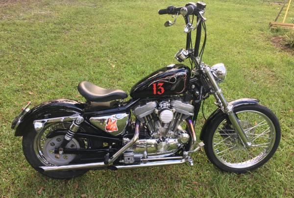 Photo 2000 Harley Sportster 883 custom bobber - $3,300 (Lithia)