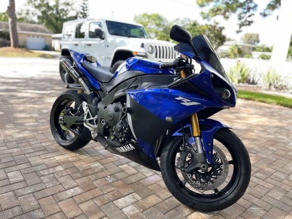 Photo 2009 Yamaha R1 - $8,200 (Lakewood Estates)